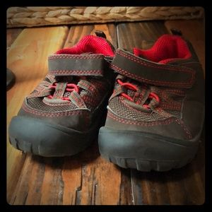 Osh Kosh toddler hikers!